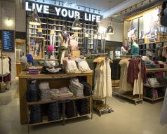 Polished Concrete Floor Reveals Natural Beauty at American Eagle Outfitters